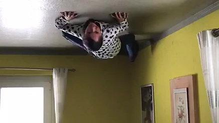 Spidergirl im Wohnzimmer
