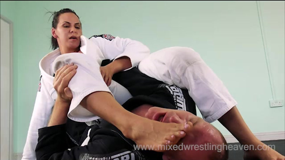 MWH0045 Ivy dominates with her feet - Gi Match