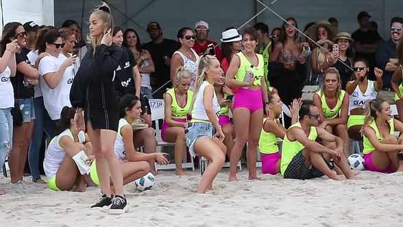 "Camille Kostek ""twerking"" on the beach in Miami"