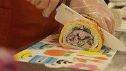 Festejar comiendo rollos de sushi