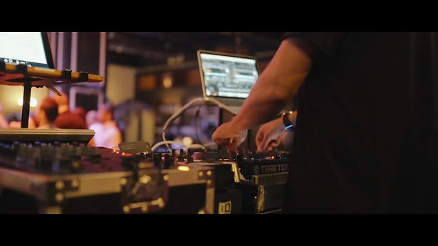 DJ צחי בר-און